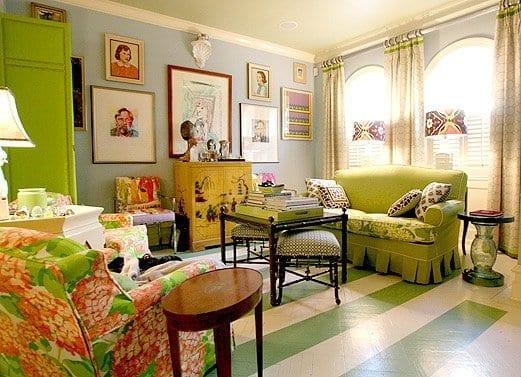blaue wandfarbe und grüne möblierung für interessante wohnzimmer gestaltung