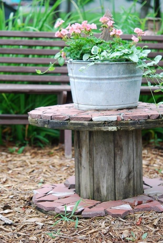 DIY Gartendeko aus Holz und Steinen