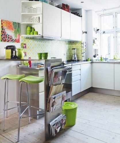 kreative idee für kleine küchen mit bars und weißen küchenschränken