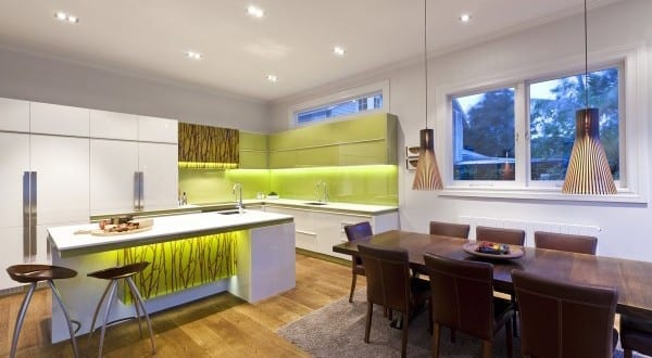 kreative und interessante Küche weiß mit kochinsel in weiß und ...