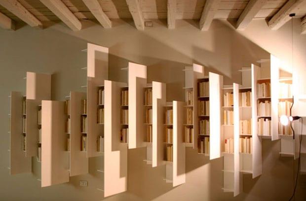 minimalistisches interieur design mit weißen Hochregalen für moderne wandgestaltung