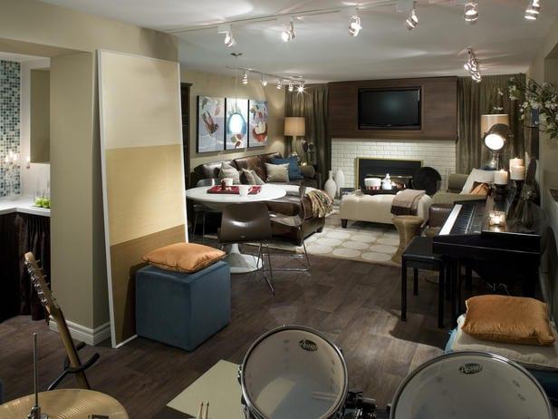 kleines wohnzimmer als musikraum mit TV Wandpaneel und esstisch rund einrichten