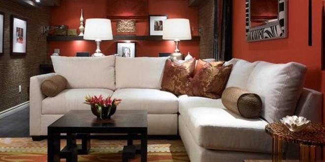 kreative wohnidee wohnzimmer mit wandfarbe rot und teppich in gelb ...
