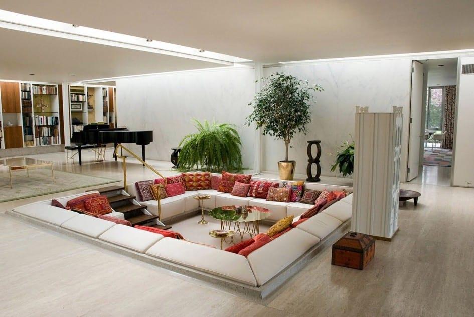 moderne wohnzimmer sitzecke mit bodenkissen