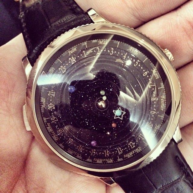 moderne Armbanduhr als geschenk für männer mit still