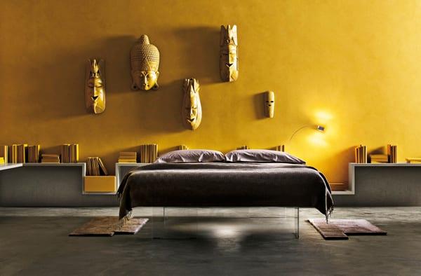luxus schlafzimmer mit wandfarbe gelb und kreative wandgestaltung schlafzimmer mit weißen wandregalen und wandleuchte