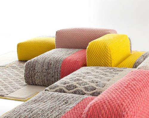 moderne seats and sofas für stylische raumgestaltung mit bodenkissen in grau gelb und pink
