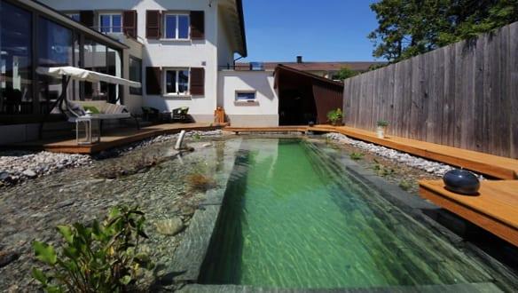 moderne-gartengestaltung-mit-selbstgebauten-gartenpool-und, Hause und Garten