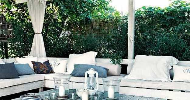 Terrassenmöbel aus europaletten  moderne terrasseneinrichtung mit weißen terrassenmöbeln aus ...
