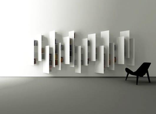 wohnzimmer modern gestalten mit modernem Bücherregal weiß von boffi