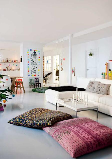 coole winahtsdeko idee für modernes interior in weiß mit ecksofa weiß und kreative wanddeko