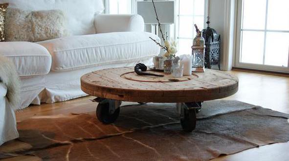modernes interior mit diy couchtisch rund aus kabelrolle. Black Bedroom Furniture Sets. Home Design Ideas