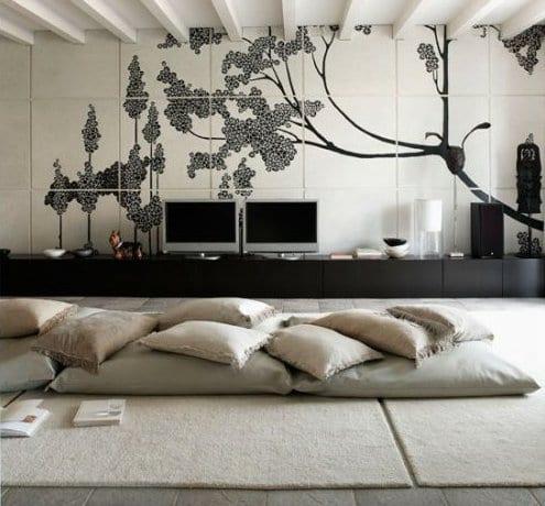 minimalistische wohnzimmer einrichtung in schwarz-weiß mit bodenkissen und moderne wanddekoration