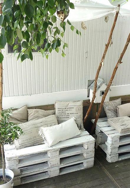 coole Gartenmöbel aus Europaletten selber bauen und mit kissen dekorieren