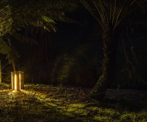 coole lampen aus Rundholz für den garten und als wohnzimmerdekoration
