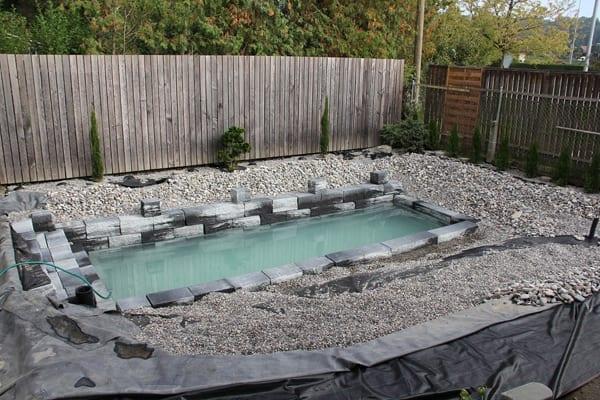 DIY Pool und Teiche mit betonsteinen und kies