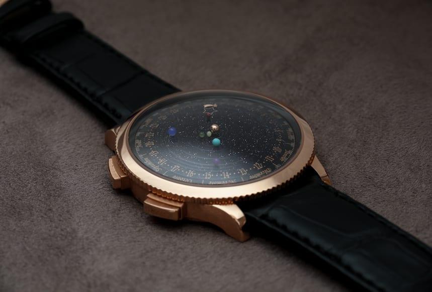 moderne und schicke Armbanduhr mit Armband aus schwarzem Leder und Zifferblat schwarz mit goldenen sternen