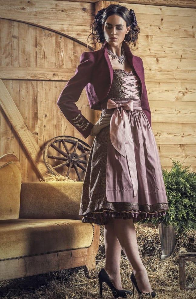 oktoberfest 2015 trendige dirndeln in lila mit bolero und coole dirndlfrisuren