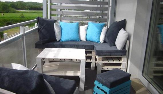 terrasse modern einrichten mit Palettenmöbel weiß - fresHouse