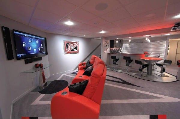 kreative wohnidee für Spielraum mit Bar im keller mit Teppich grau und roten sesseln