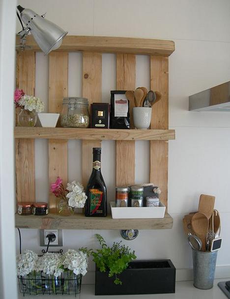 Wandregal für die Küche aus Europaletten selber bauen