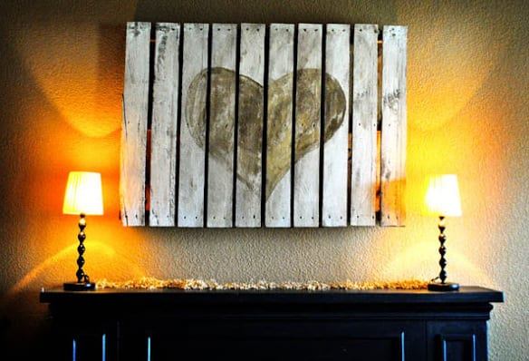 sideboard schwarz symetrisch dekorieren mit tischlampen und coole Wanddeko mit DIY Wandvild aus paletten