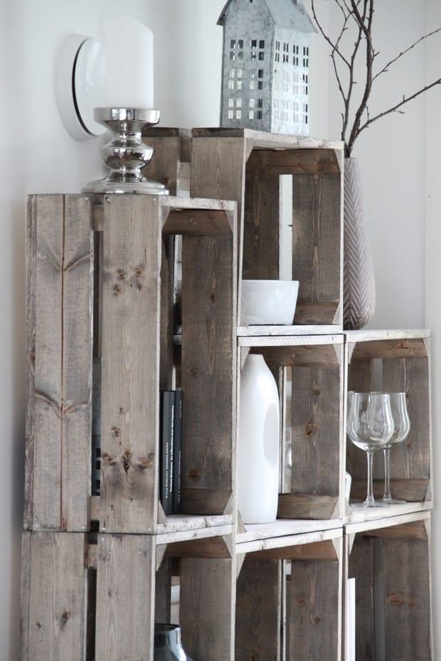 rustikale einrichtungsidee für wohnzimmer gestaltung mit DIY Wandregal aus Holzkisten