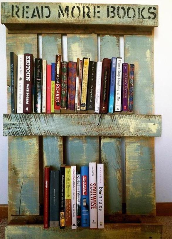 Europaletten für DIY Bücherregal