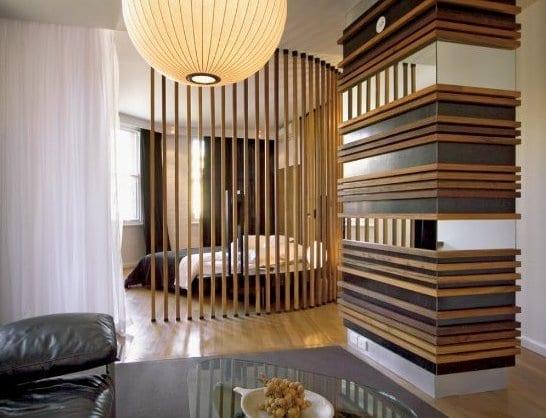 coole Einrichtungsidee für kleine Wohnzimmer mit Schlafbereich und kreative Wandgestaltung mit Spiegelglas und Holz