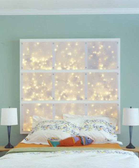 farbgestaltung schlafzimmer mit wandfarbe blau und DIY Kopfteil als Wandleuchte