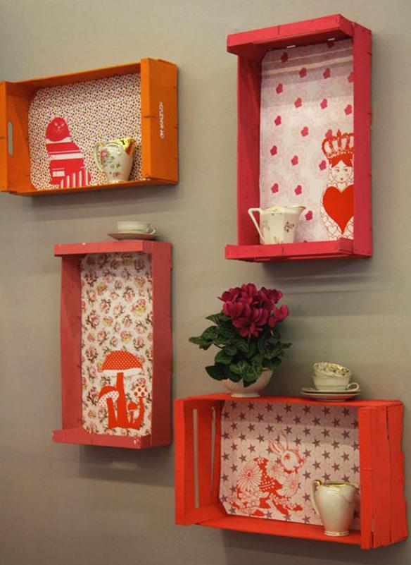 kreative wandgestaltung mit DIY Wandregalen aus paletten in orange und pink selber machen