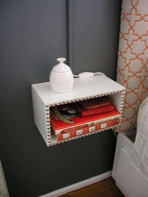 schlafzimmer grau mit DIY Nachttische weiß