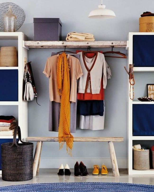 kreative schlafzimmer inspiration für schlafzimmereinrichtung mit DIY Schrank und Kleiderhänger