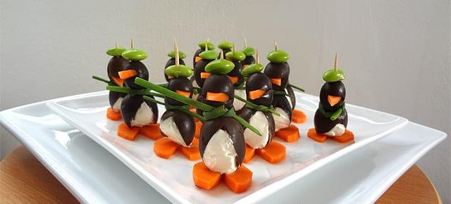 kindergeburtstagsessen und interessante fingerfood-idee mit Oliven-Pinguinen