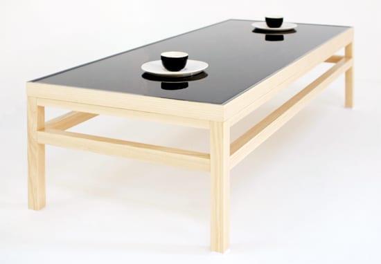 moderner Teetisch holz mit schwarzer Tischplatte aus keramik