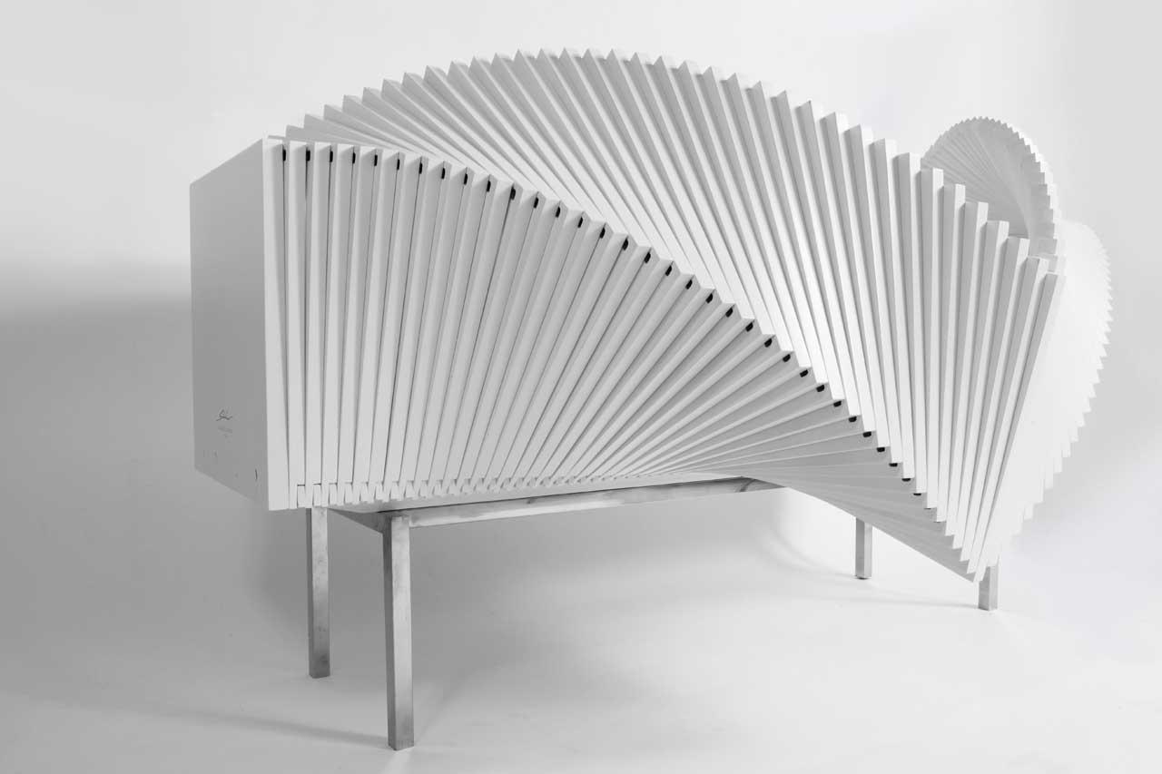 sideboard mit minimalistischem design aus birkenholz