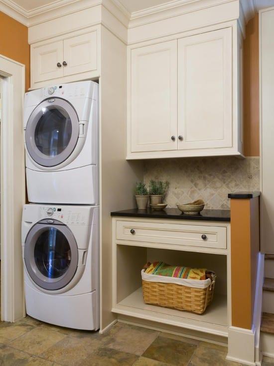 kleine wandnischen funktionell einrichten mit kleiner waschküche mit wandfarbe orange