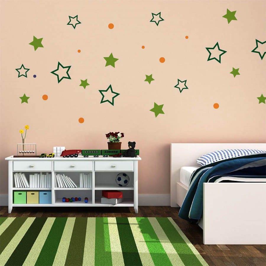 kinderzimmer wandgestaltung mit sternen und streifen teppich grün und weißen kinderzimmer-möbeln