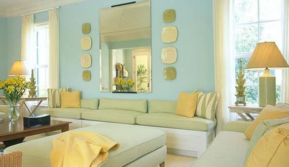 Frische Farbgestaltung Wohnzimmer Fr Optische Raumvergrsserung Mit Wandfarbe Hellblau Und Gelben Farbakzenten