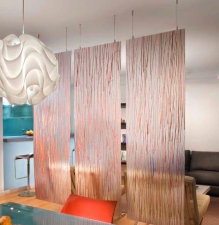 kleine wohnzimmer einrichtung mit glasraumteiler