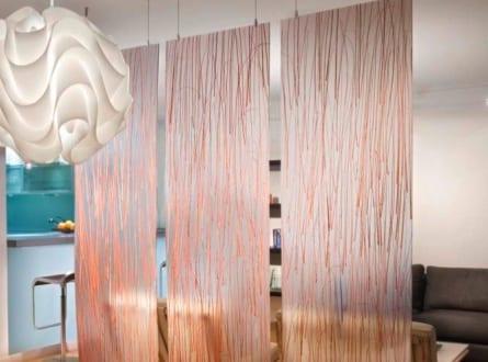 h ngende raumteiler aus glas f r dezente und transparente. Black Bedroom Furniture Sets. Home Design Ideas
