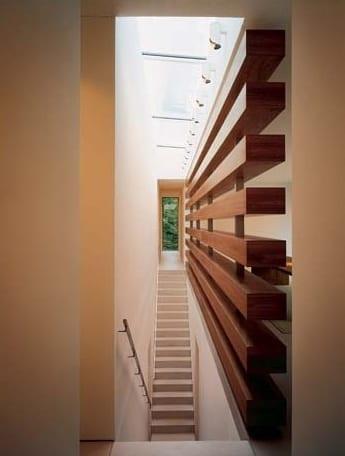 wohnideen flur und treppenraum mit glasdach und Raumteiler aus Holz