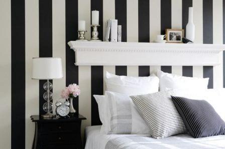 streifen streichen muster in schwarz-weiß und kreative wanddeko mit DIY Wandregal weiß