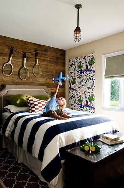 coole deko ideen schlafzimmer mit holzwandverkleidung und maritimes bettwäsche