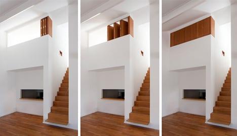 mezzanin interieur mit moderner Holztreppe und kleines schlafzimmer mit Holzfensterläden