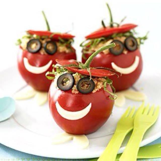 DIY Party-essen- dekoration und kreative vorspeise-ideen mit gefüllten tomaten