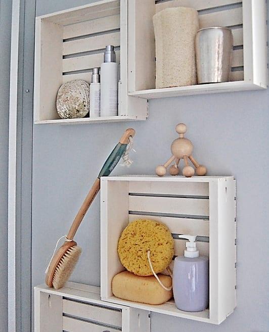weiße Regale aus paletten selber bauen als einrichtungsidee badezimmer