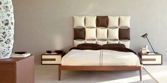 minimalistische schlafzimmer mit holzmöbeln und farbgestaltung in braum und weiß