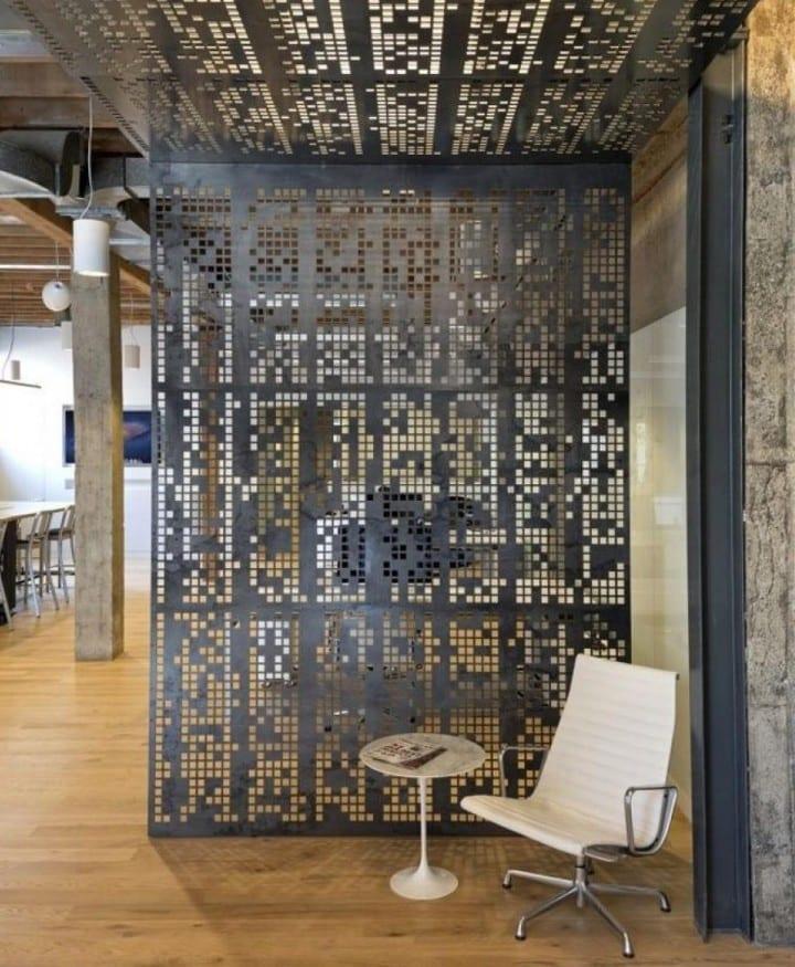 raumteiler aus blech als idee für moderne raumgestaltung in holz und metall
