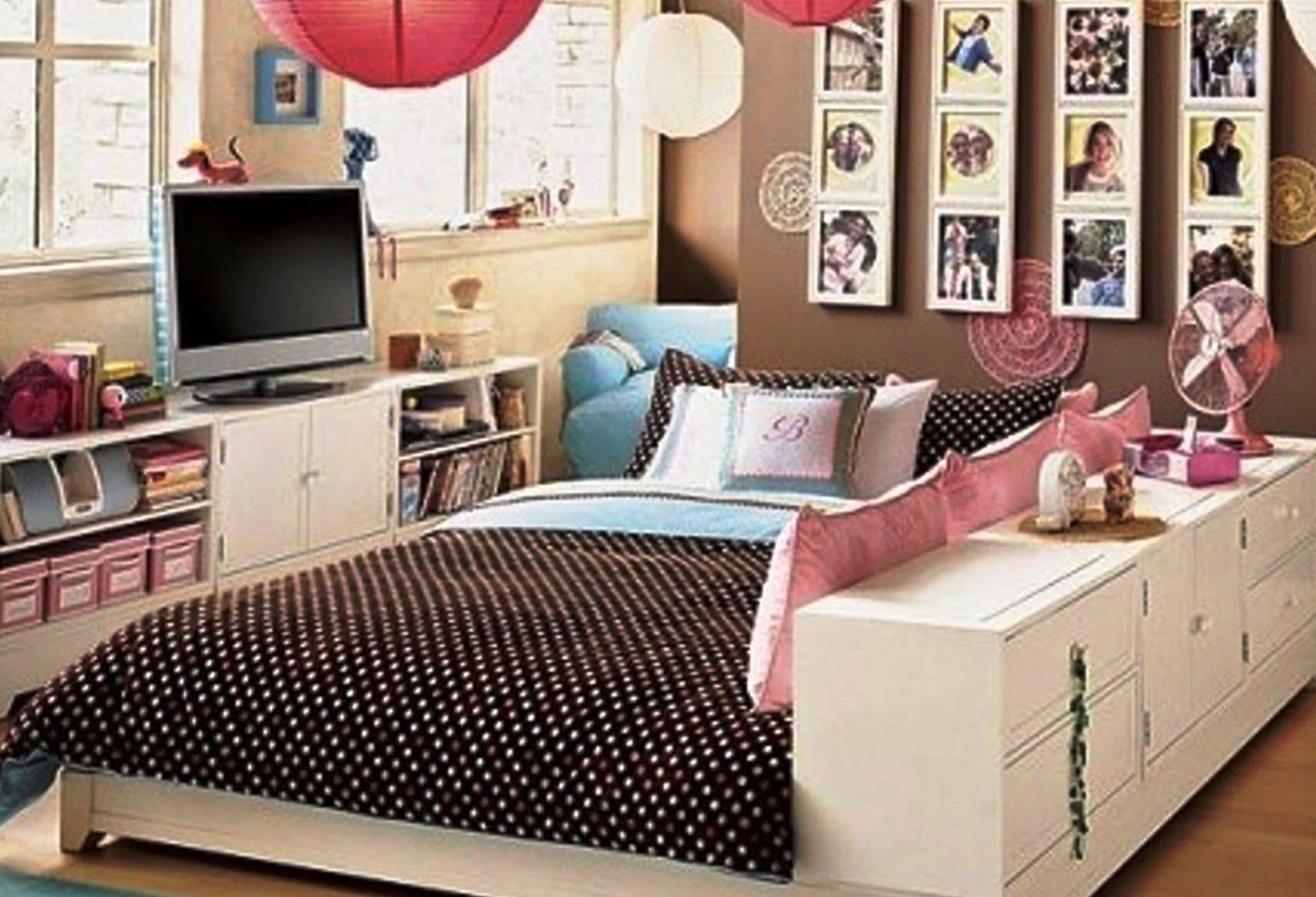 schlafzimmer mädchen mit wandfarbe braun und bilder-wanddeko_idee für einrichtung kleine kinderzimmer